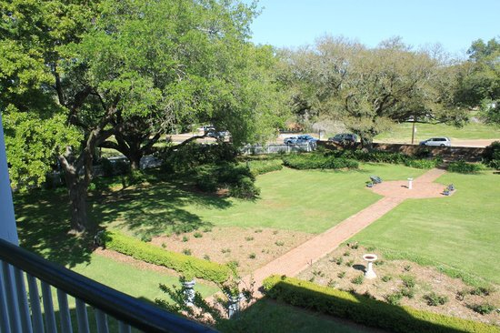 Natchez, MS: gardens from front top balcony