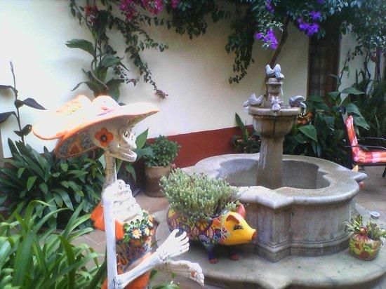 Hotel Casa Encantada: Courtyard