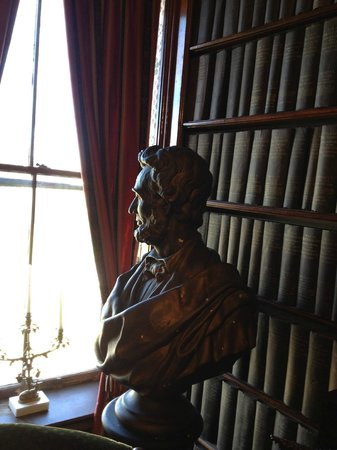 Seward House Museum: Lincoln bust in library
