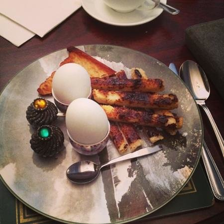 The Cairn Bay Lodge: duck eggs and vegimite soldiers