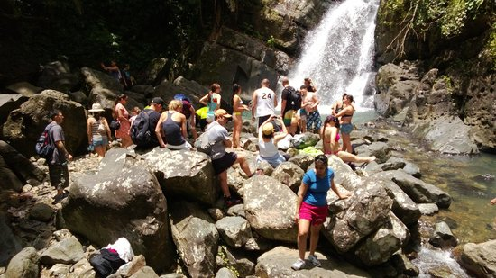 The Mine Trail (La Mina): at the waterfall on a hot day - can get busy