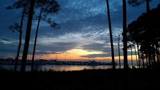 Village of Baytowne Wharf : Sunset over the bay