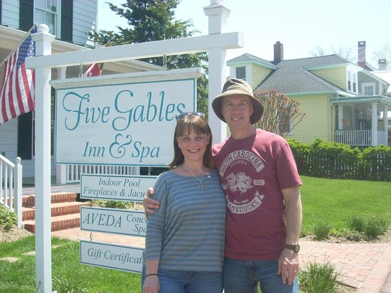 Five Gables Inn & Spa: I would recommend this B&B - it was VERY nice!!