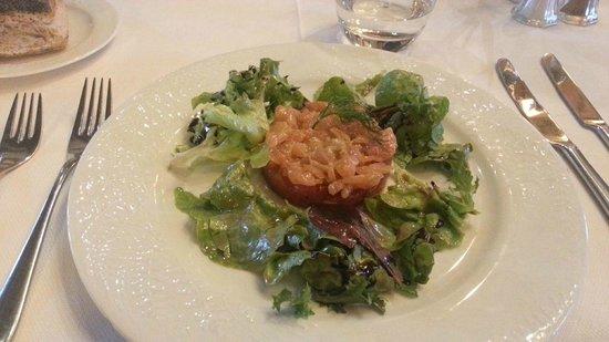 Château d'Augerville : Tartare de saumon sur un lit de tomates confites
