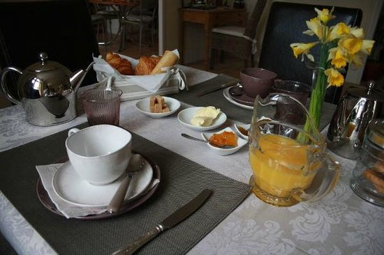 Clos Saint Etienne: Home-made Breakfast