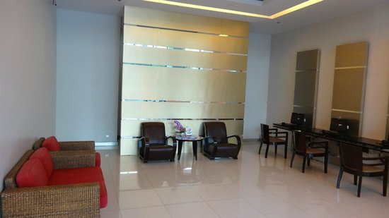 Patong Tower Holiday Rentals: Reception Area