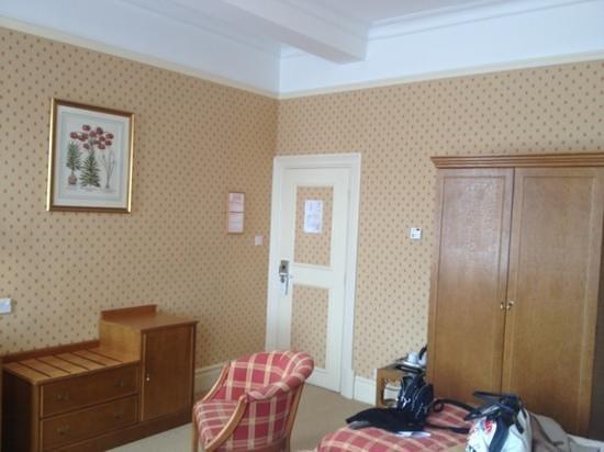 Metropole Hotel: rest of room