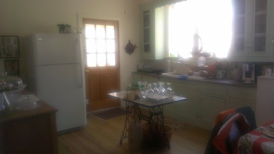 Roseland-The Morris Pace House: Renovated Shabby Chic Kitchen