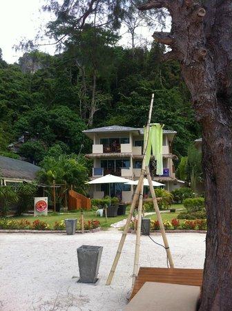 Mama Beach Residence: vue de l'hotel depuis la plage
