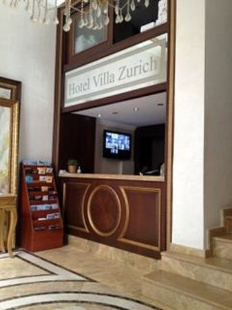 Hotel Villa Zurich : lobby is too small with just 2chairs :(