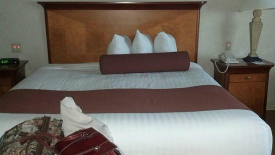 Harrah's Joliet: Asymmetrical Pillow set up