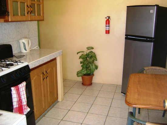 Reef View Apartments: Kitchen