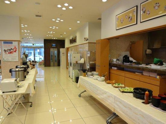 Toyoko Inn Kanazawa Kenrokuen Korinbo: Breakfast area