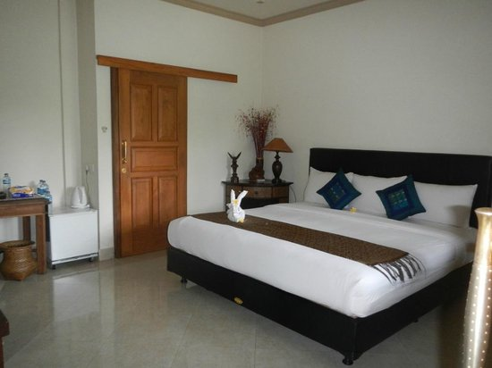 Bayu Guest House: Bedroom was spacious