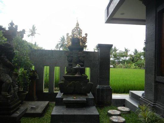 Bayu Guest House: View of Bayu's temple