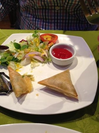 Jasmine indian cuisine: vegetable samosas (which was only potato) with ketchup....!
