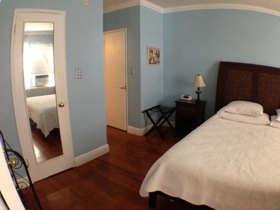 Sadigo Court Hotel: letto