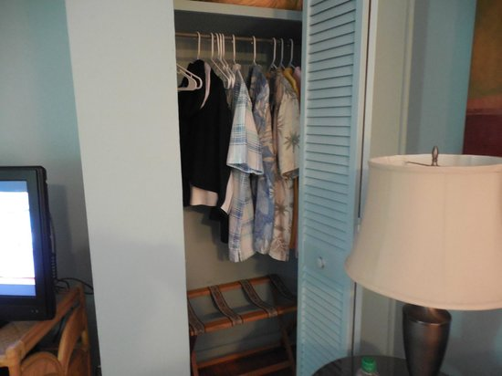 Gulfside Resorts: Very small storage space
