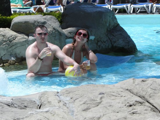 ClubHotel Riu Bachata: drinks and swimming pool...holidays
