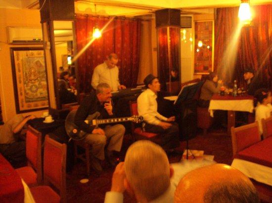 Maharaja: Groupe de musique à l'interieur du restaurant
