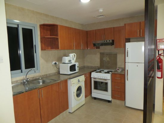 Xclusive Hotel Apartments: kitchen