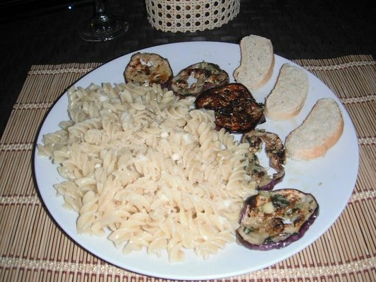 Deko Beach Bar: yummy Italian garlic pasta dish
