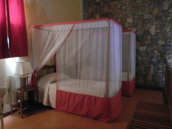 Le Jardin du Roy : Upstairs sleeping area- kids area.