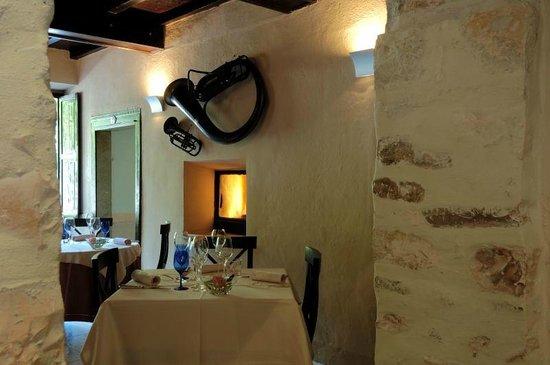 Ristorante Hotel Antico Furlo : una saletta del ristorante