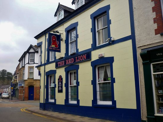The Red Lion, Llanrwst.  Yes, it is blue.