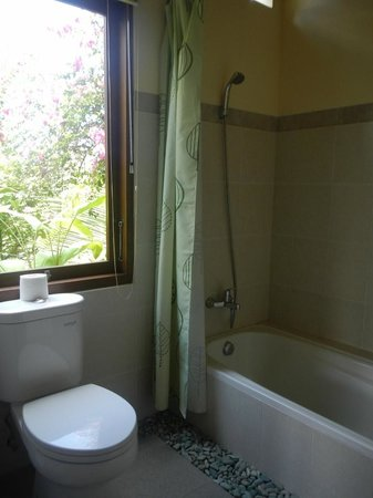 Jawi House & Painter: bathroom