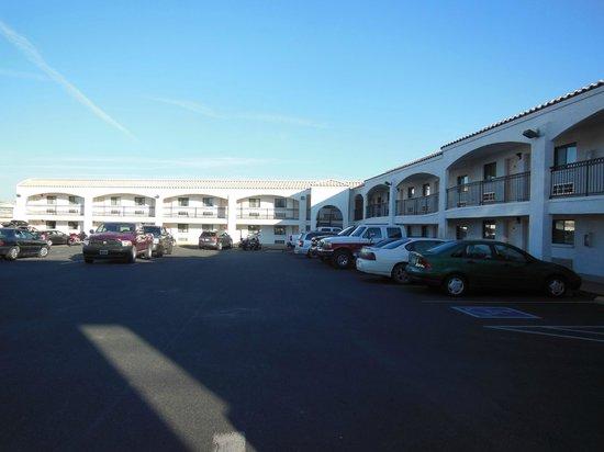 Red Roof Inn Kingman: Grande struttura con ampio parcheggio