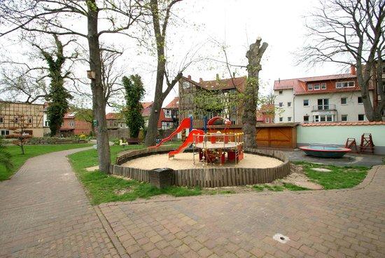 Hotel Weidenmuhle: Spielplatz im angrenzenden Puschkinpark/auf dem Gelände