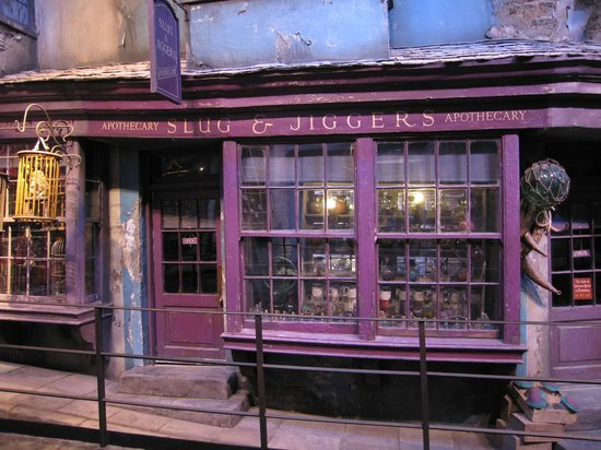 diagon alley shop picture of warner bros studio tour london the making of harry potter. Black Bedroom Furniture Sets. Home Design Ideas