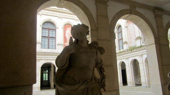 Interni Di Villa Pisani : Villa pisani cortile interno foto di museo nazionale di villa