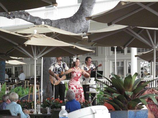 Moana Surfrider A Westin Resort Spa Live Music Daily In The Beach Bar