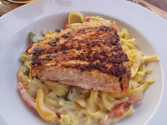 Comedy Cafe: salmon and pasta