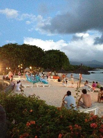 Sands Suites Resort & Spa: danze al tramonto sulla spiaggia