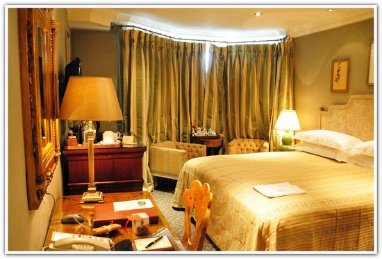 The Milestone Hotel and Residences: Deluxe room stay