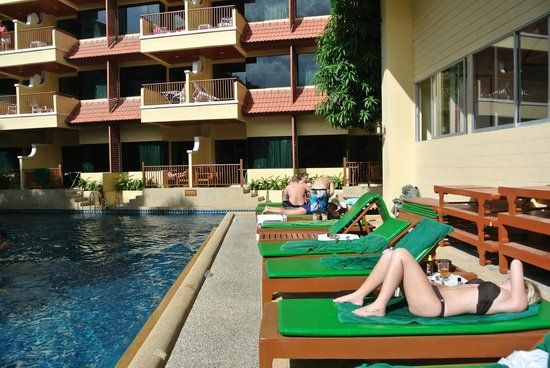 Baumanburi Hotel: pool