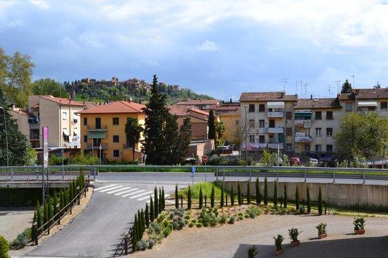 Hotel Certaldo: Vue sur Certaldo Alto et la rocade