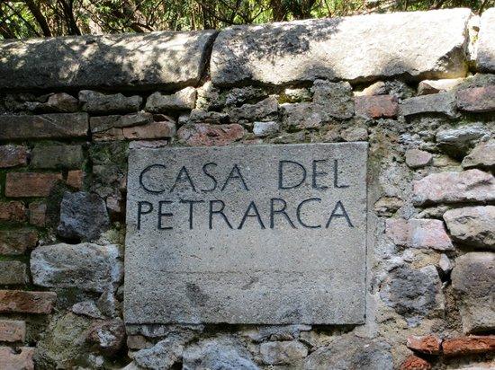 Casa del Petrarca: Insegna