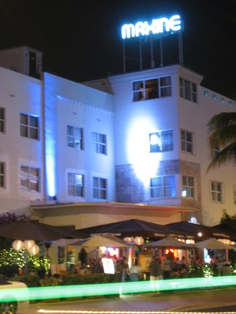 Catalina Hotel & Beach Club: Exterior of room 400 - right under the Maxine sign