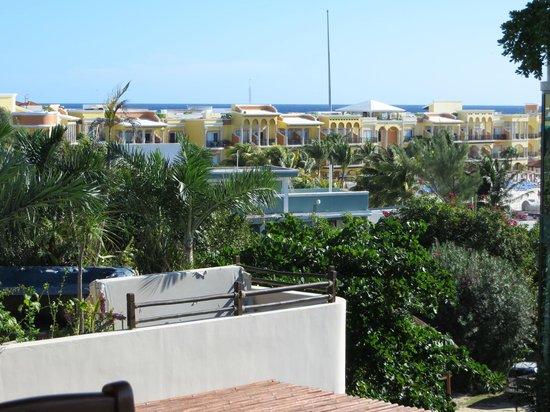 El Taj Oceanfront & Beachside Condos Hotel: View of the coast
