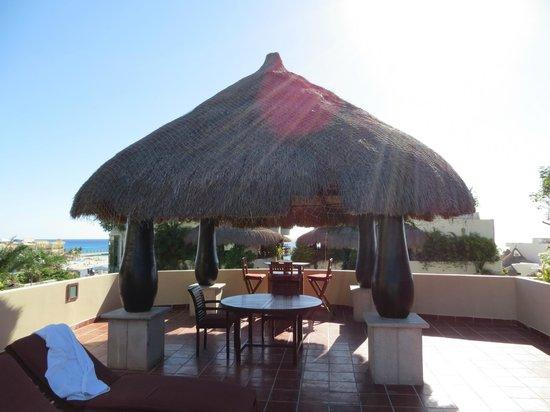 El Taj Oceanfront & Beachside Condos Hotel: Rooftopp cabana