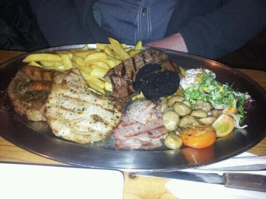 Camelot Restaurant: huuuuge mixed grill