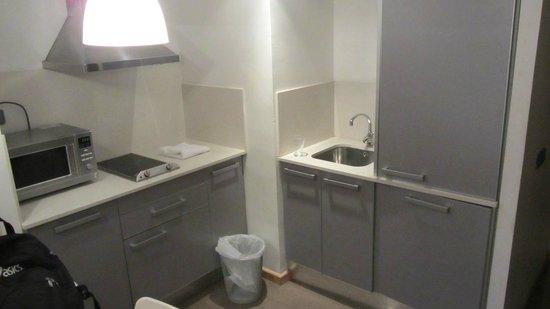 Aramunt Apartments: Cucinino