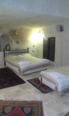 Gultekin Motel: master bed