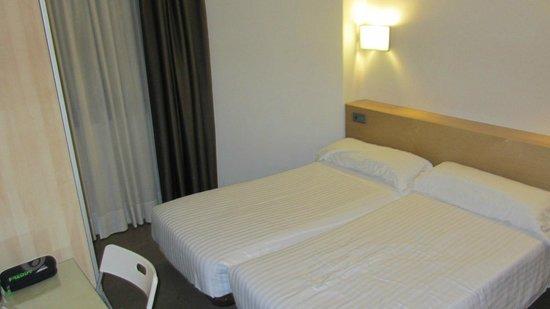 Aramunt Apartments: Camera letto