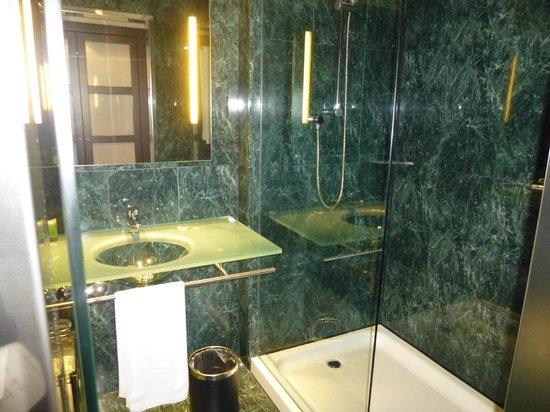 Hotel Vilamari: nice bath