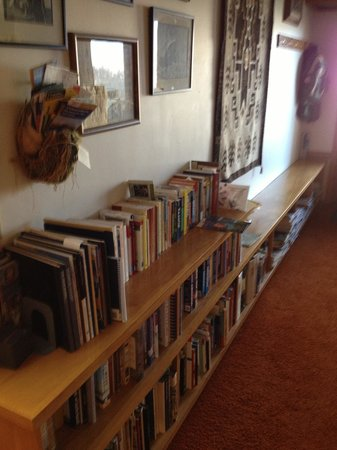 Deer Run Ranch Bed and Breakfast: well stocked book shelves